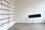 Cony Theis, Daily Trail Raumansicht in der Ausstellung Kunstwerk Archiv 2005 mit  Nina Rhode