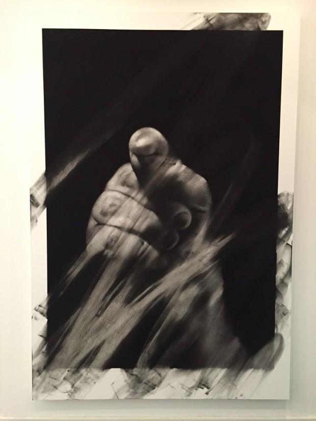 Van der Meulen, Member (Hand), 2016, Kohle, schwarzer Stein, Radiergummi, Papier auf Holz montiert 190 x 130 cm