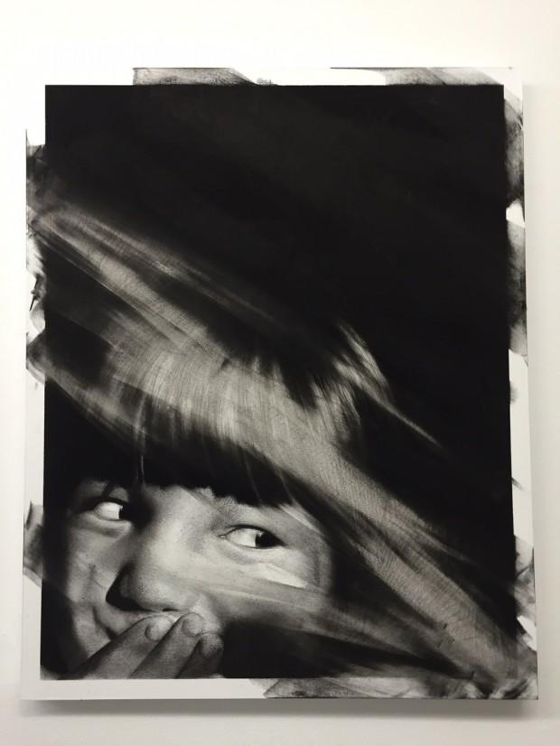 Van der Meulen, Untitled (Kinderkopf), 2016, 100 x 80 cm, Kohle,  Radiergummi, Papier auf Holz montiert