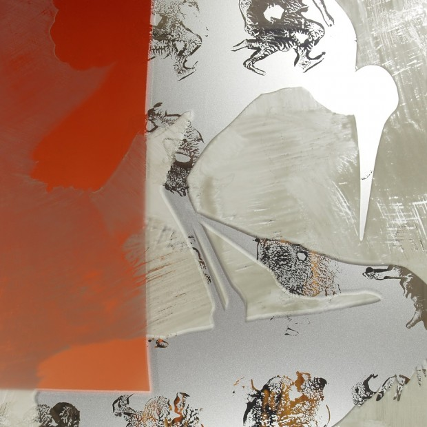 JJörg Länger, Kranichkuss (Detail), 2010, Keramikfarben, mundgeblasene Antikgläser und Sandstrahlung auf ESG Glas, 160x60 cm, Edelstahlsockel