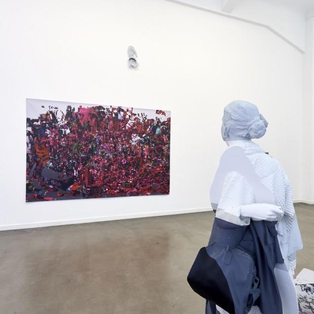 Ausstellungsansicht mit Ok Dorothy (Performance: Deconstructing Tornado), Digitaldruck auf PVC-Plane, 2018, Ed. 3 + 2 AP, 300 x 200 cm