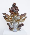 Fountain, 2020, glasierte Keramik, 50 x 22 x 55cm