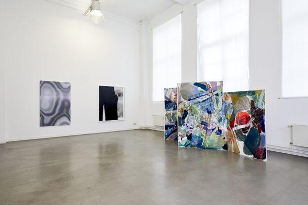 Ausstellung Carte Blanche 2018: Galerieansicht (Paravent von Pascal Vilcollet, Place Monge Nr. 3, 2018, Öl, Acryl, 190 x 195 x 164 x 521,5 cm)