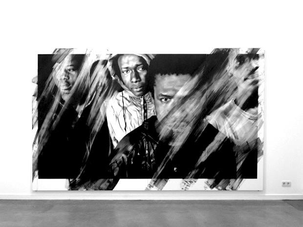 Valentin van der Meulen, Soleil Noir, 2016, 204 x 400 x 5 cm, Kohle, Radiergummi, Wasser, Papier, montiert auf Holz, 620 x 464 cm