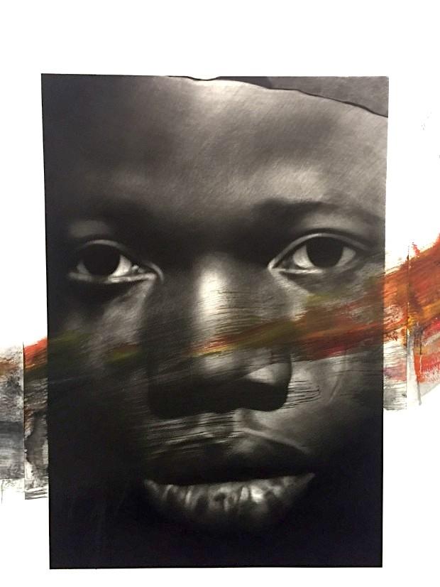 Van der Meulen, Member (Gesicht), 2016, Kohle, Acryl, Papier auf Holz montiert, 190 x 130 cm