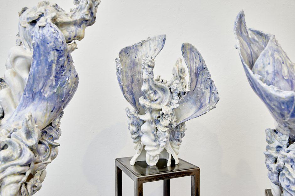 Trio, 2017, glasiertes Porzellan, je ca 70 cm h
