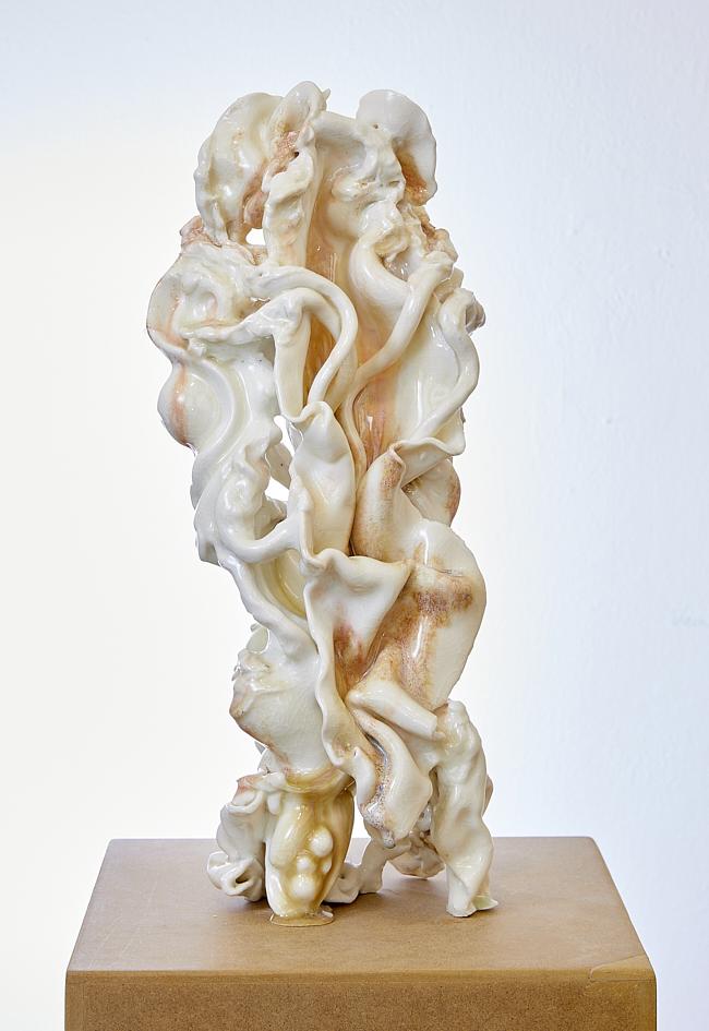 Venus I, 2020, glasiertes Porzellan, 20 x 20 x 46 cm