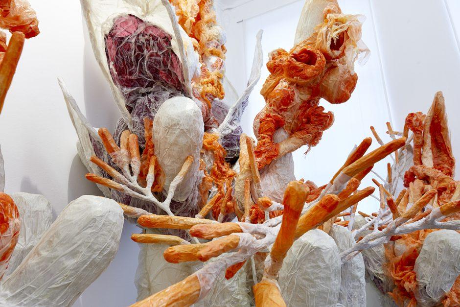 (Detail) Burst of Bud, 2020, Papier, Folie, Pigment, Leim, Lack, Kleber, 580 x 700 x 500 cm